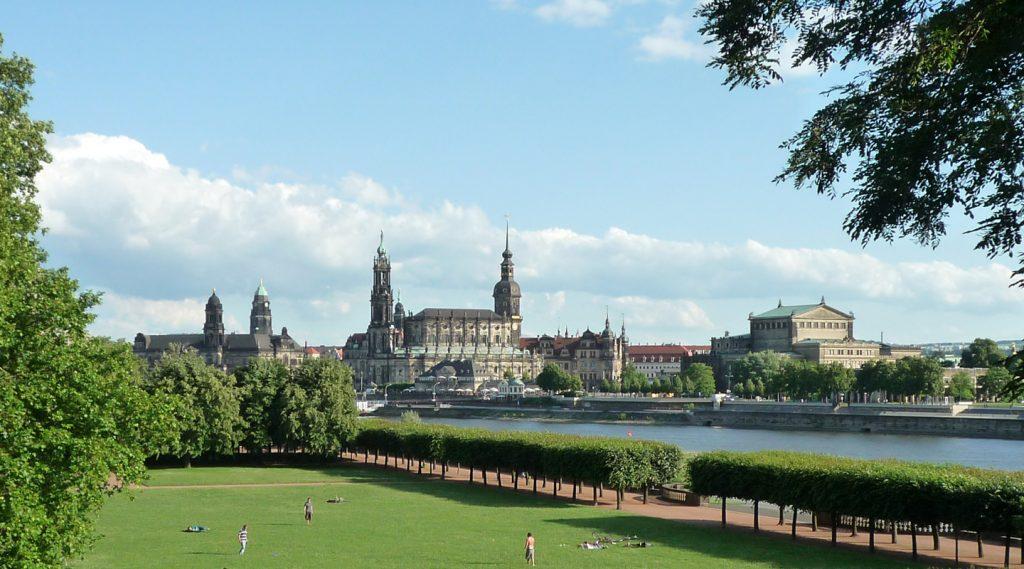 Stadtansicht von Dresden mit Schloß, Semper-Oper, Katholischer Hofkirche